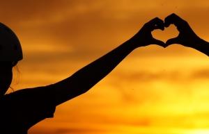 Vertrouwen handen vormen hart -uitsnede